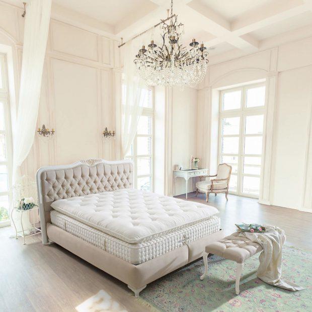 מיטה זוגית בעיצוב קלאסי עם ארגז מצעים
