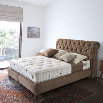 מיטה זוגית מרופדת ומעוצבת